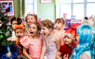 Веселые новогодние игры и конкурсы для детей в школе